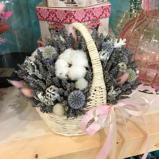Нежная лавандовая корзинка с сухоцветами