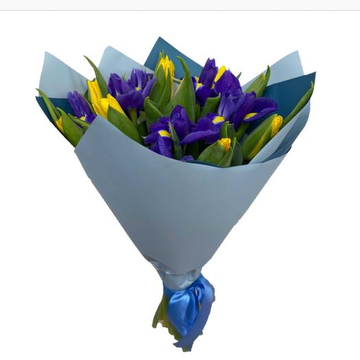 Из ирисов и тюльпанов