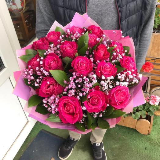 Розы с гипсофиллой