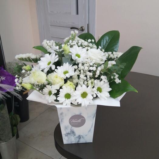 Нежные цветы в коробке