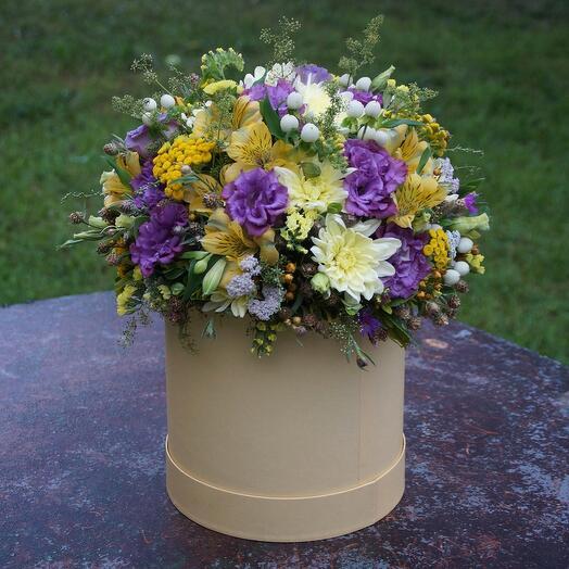 Цветы в коробке Яркий день