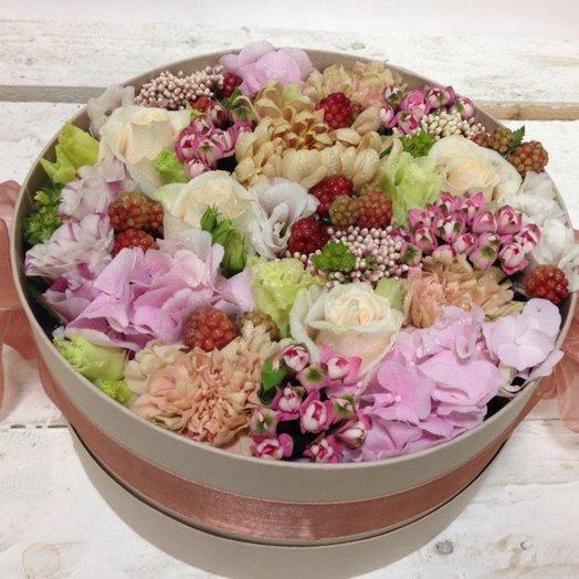 Коробка с цветами Осенняя: букеты цветов на заказ Flowwow