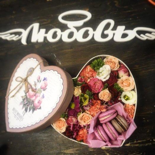 Сладкая коробка с макарони с доставкой: букеты цветов на заказ Flowwow
