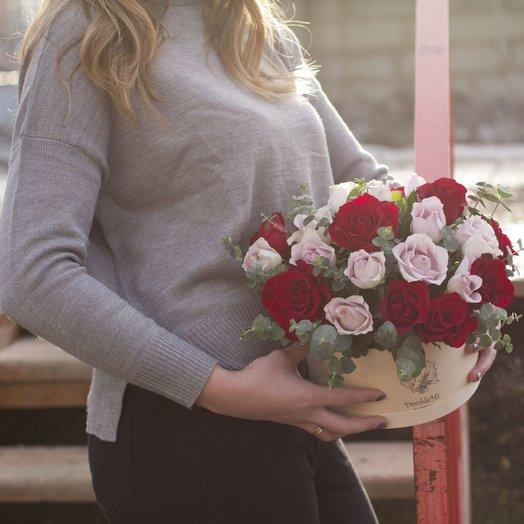 Розы в деревянной эко-коробке: букеты цветов на заказ Flowwow