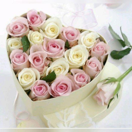 Розы в коробочке сердцем: букеты цветов на заказ Flowwow