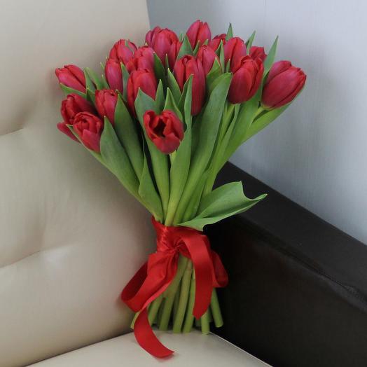 25 красных тюльпанов: букеты цветов на заказ Flowwow