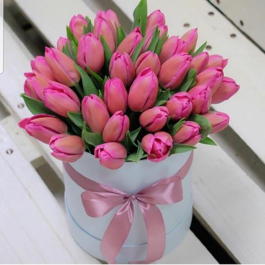 Шляпная коробка и Тюльпаны: букеты цветов на заказ Flowwow