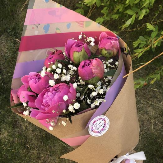 7 розовых пионовидных тюльпанов с оформлением