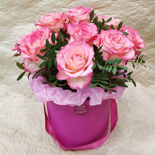 Коробочка с розами: букеты цветов на заказ Flowwow