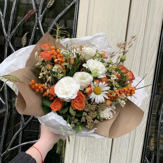 Осенний шик с ягодами: букеты цветов на заказ Flowwow