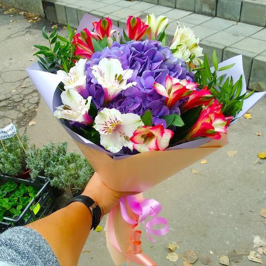 Букет из гортензии и лизиантуса: букеты цветов на заказ Flowwow