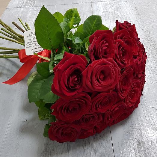 25 красных роз с лентой