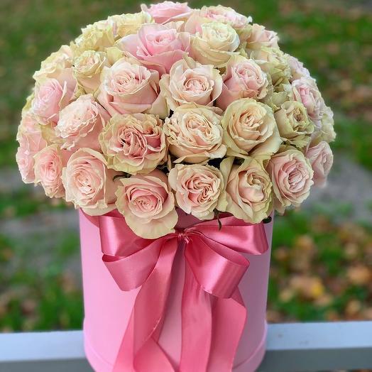 51 Роза Эквадор В шляпной коробке: букеты цветов на заказ Flowwow