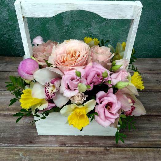 Цветочная компазия в деревянной коробочке: букеты цветов на заказ Flowwow
