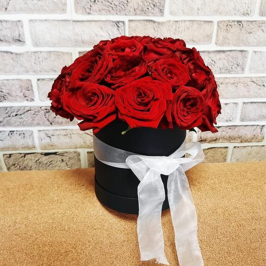 Красные розы в шляпной коробке 25 шт: букеты цветов на заказ Flowwow