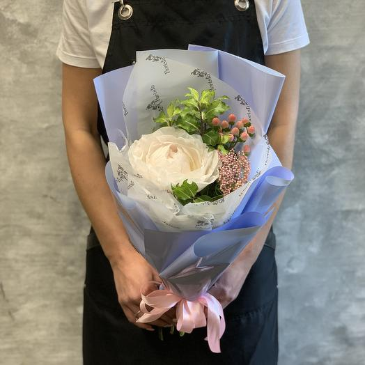 Весенний букет из пиона и гиперикума: букеты цветов на заказ Flowwow
