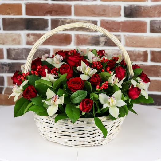 Корзина из роз с орхидеями. N833