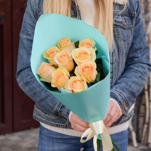 9 персиковых роз в упаковке