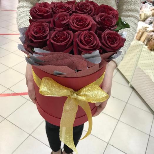 Розы в шляпе