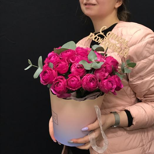 Букет пионовидных роз в сумочке