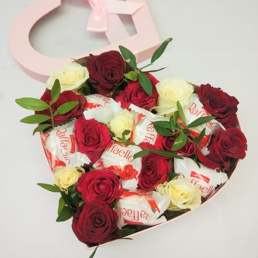 Коробка Сердце с Розами и Конфетами Рафаэлло