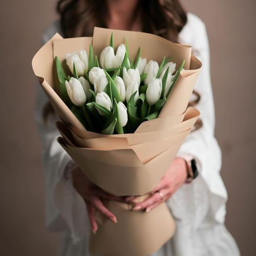 Букет из белых тюльпанов в оформление