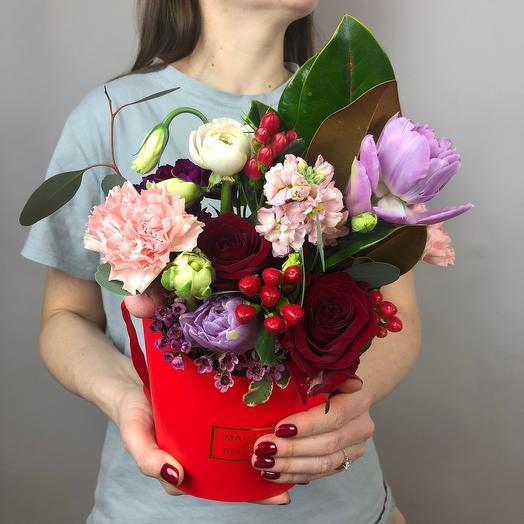 Красный цветочный комплимент