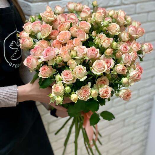 Букет из кустовых роз «Азор L»