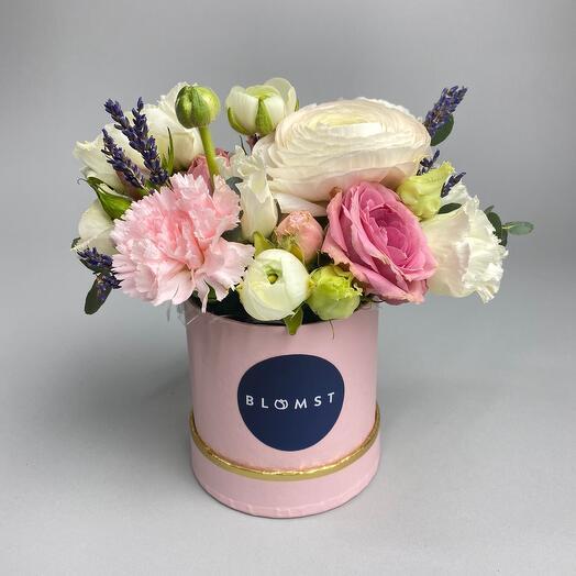Цветы в маленькой коробке