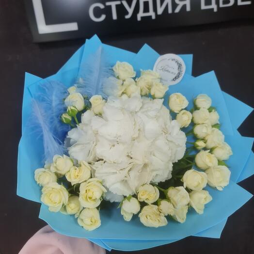 Букет роз и гортензии
