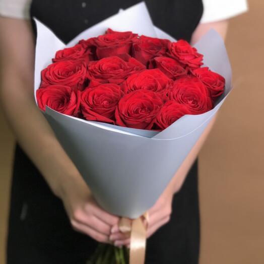 Букет красных роз 17 шт