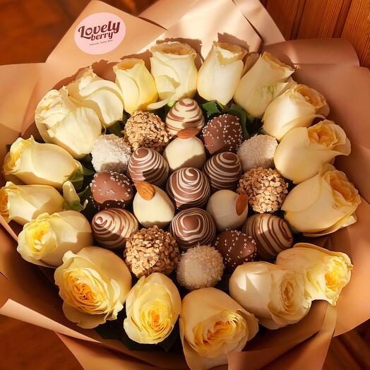 Букет с клубникой в шоколаде и розами