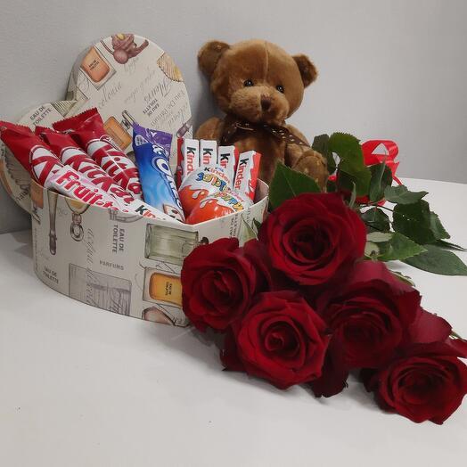 Набор подарочный с игрушкой и цветами