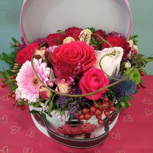 Чемоданчик с цветами