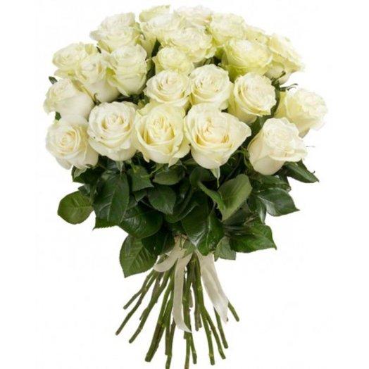 25 белых крупных роз сорта Мондиаль: букеты цветов на заказ Flowwow