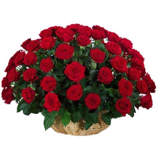 Корзина из 101 красной розы: букеты цветов на заказ Flowwow