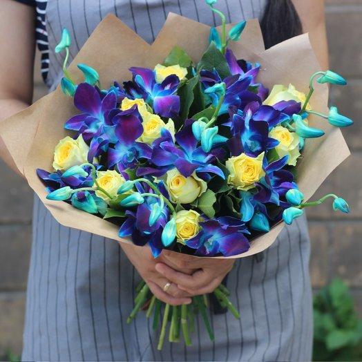 Синие орхидеи и желтые розы: букеты цветов на заказ Flowwow