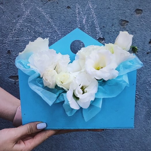 Ящик с эустомой: букеты цветов на заказ Flowwow