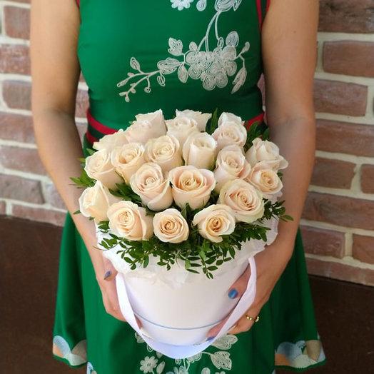 Розы крем в белой Коробке: букеты цветов на заказ Flowwow