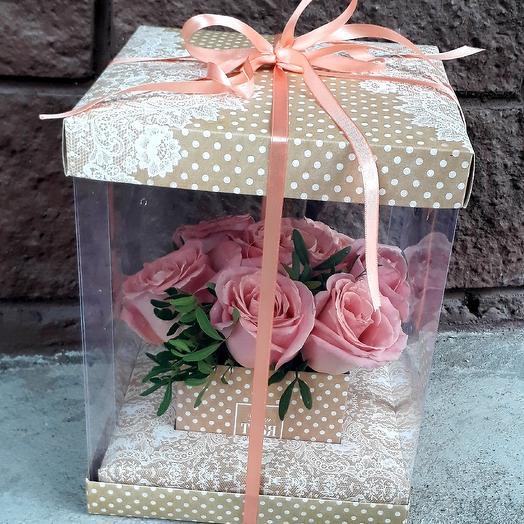 Букет из роз в прозрачной коробке: букеты цветов на заказ Flowwow