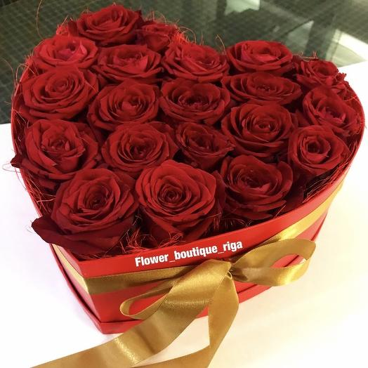 Roses in a box in the shape of a heart: flowers to order Flowwow