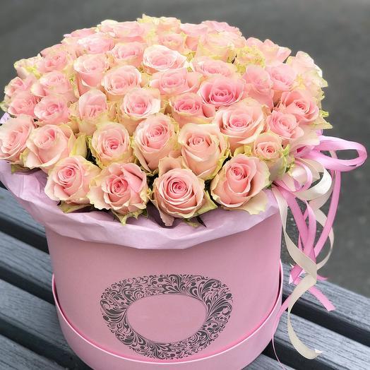 Букет из 51 голландской розы в шляпной коробке