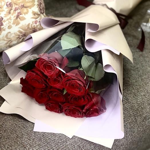 11 роз в стильной упаковке