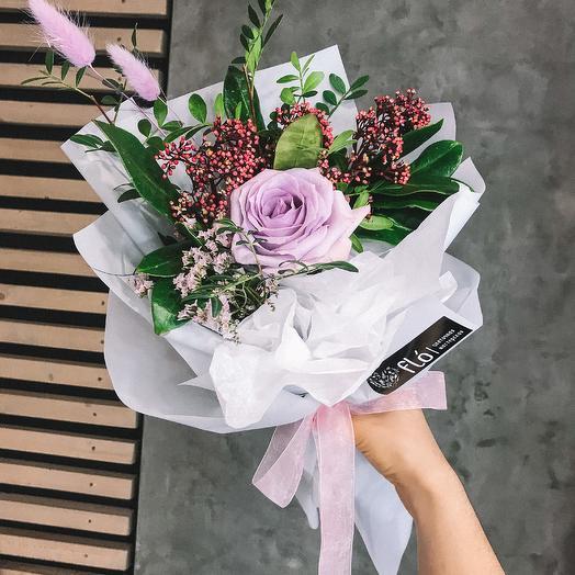 Стильный букет с лавандовой розой