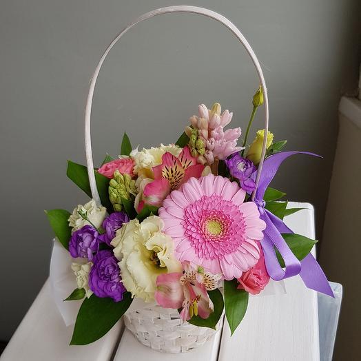 Корзиночка весенних цветов