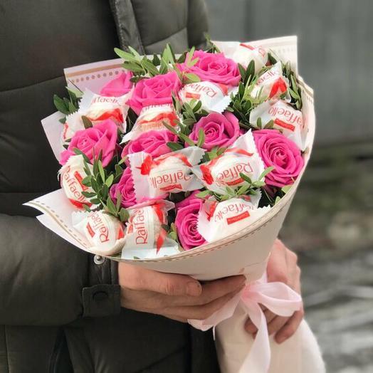 Букет из роз и rafaello