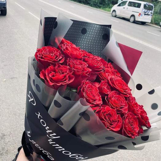 Букет из 15 красных роз с вашей надписью