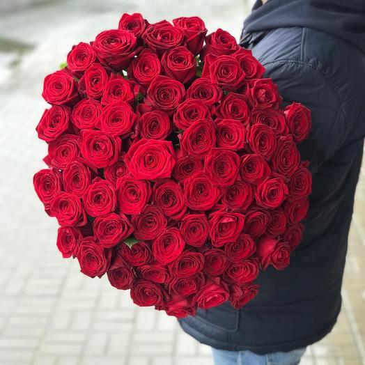 Монобукет из 69 роз «Наоми Рэд»