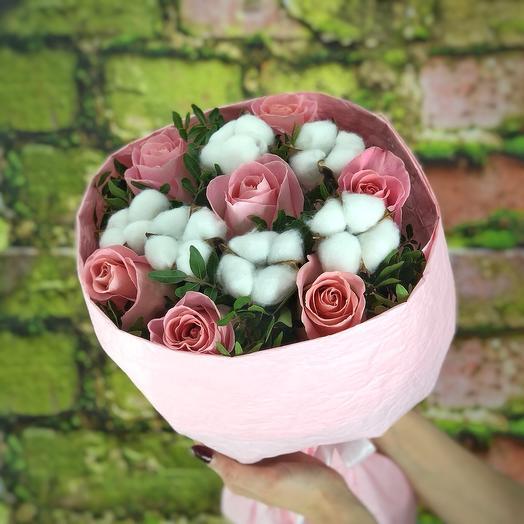 Розы и пушистый хлопок