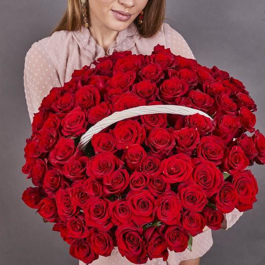 101 красная роза премиум в плетёной корзине